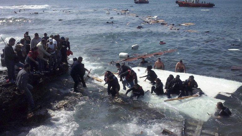 Se hunde otro barco con más de 300 inmigrantes en el Mediterráneo