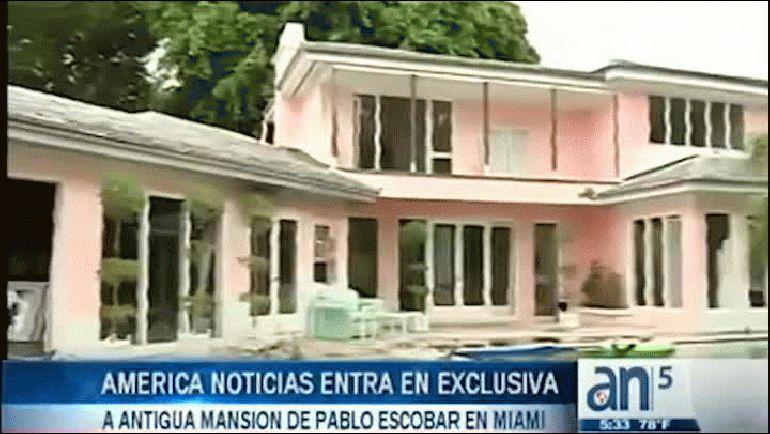 América Noticias 5pm, presentado por Yossie Galindo y Juan Manuel Cao. Lun/Vie 5pm ET