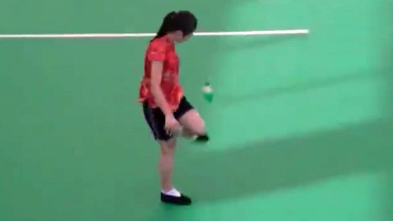 La jugadora china realizó una asombrosa demostración de destreza con sus piernas
