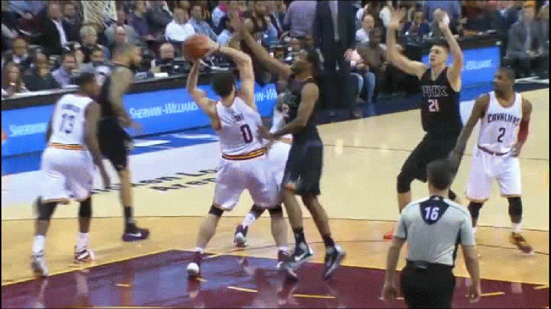 El joven acaparó todas las miradas durante el encuentro entre Cleveland y Phoenix Suns
