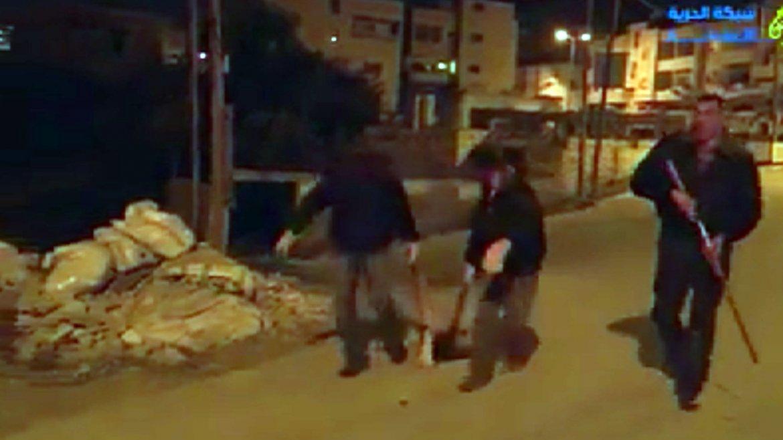 La policía palestina en Ramala ejecuta a los perros sin piedad con rifles