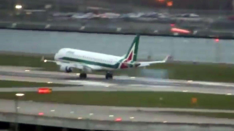 El vuelo AZ222 de Alitalia que unía Milán con Londres debió abortar su aterrizaje por la tormenta en la capital británica