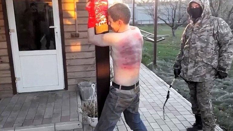 Soldados prorrusos subieron a internet un video en el que torturan a un ucraniano acusado de narcotráfico