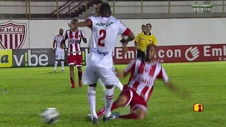 La escalofriante lesión de Bruno Moura, jugador del Linense del fútbol brasileño