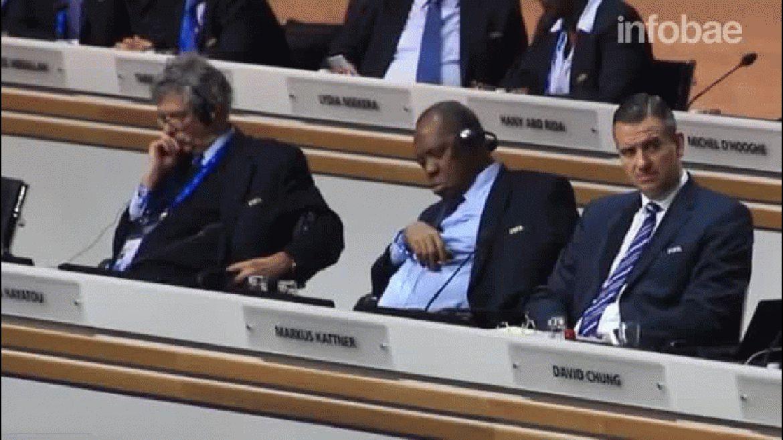 Así se durmieron Villar y Hayatou en pleno discurso de los candidatos