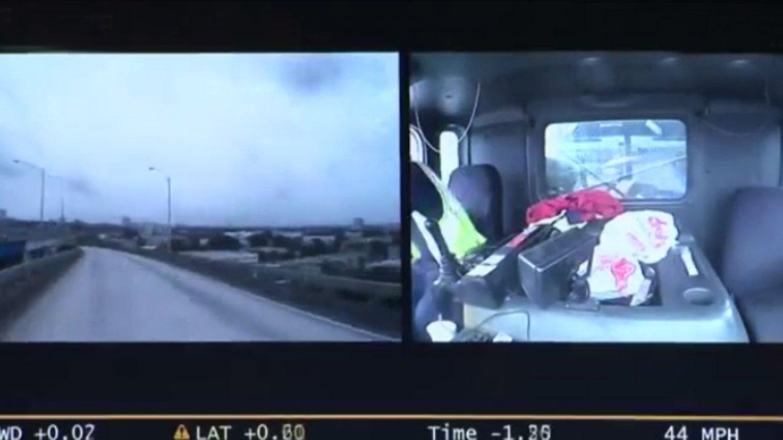 Así fue la dramática caída del camión