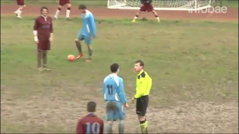 El colegiado del encuentro entre Castel San Niccolò y Fortis Arezzo recibió un golpe de un jugador al que le mostró la tarjeta roja