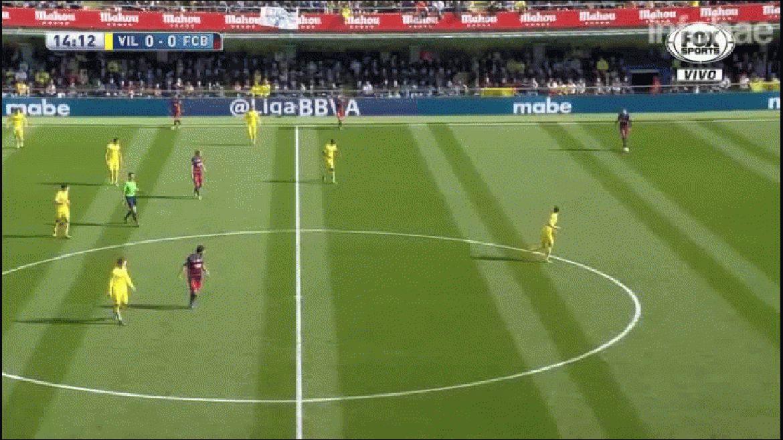 La aficionada tuvo que retirarse del estadio minutos después de recibir el impacto