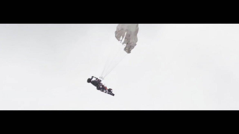 El excelente spot en el que Jenson Button cae al vacío arriba de su coche de McLaren