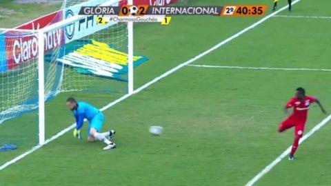 0091a26c50c22 Video  el portero con más suerte de la historia del fútbol