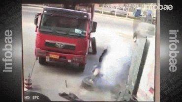 El momento en que el mecánico chino salió volando