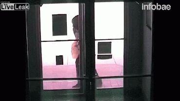 Así fue el momento en que el policía frustró el robo del banco